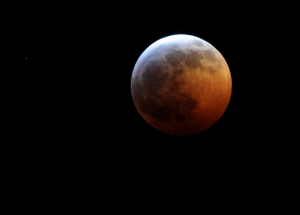 480px-Lunar_eclipse_June_2011_Total